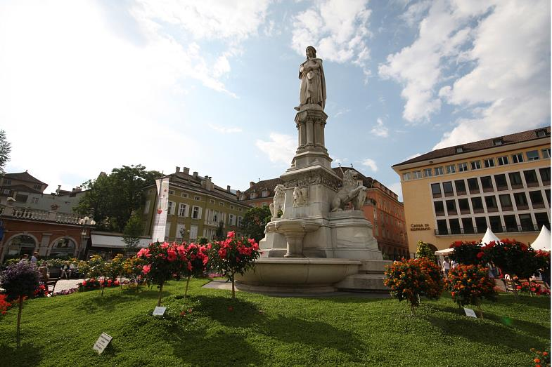 The main square: the Waltherplatz