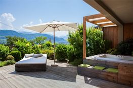 Terrasse mit privatem Outdoor Whirlpool