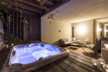 Executive Studio Suite with Outdoorwhirlpool, balcony+terrace / sauna+indoor pool